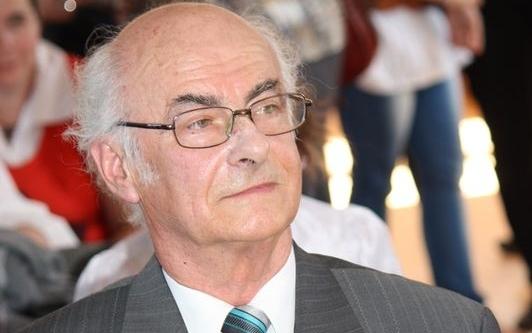 Két kitüntetést kapott egy hónapon belül a Mihályi származású nyelvész professzor